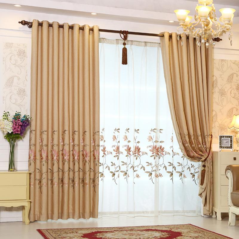 Mẫu rèm cửa phong ngủ màu vàng sữa họa tiết hoa nhỏ